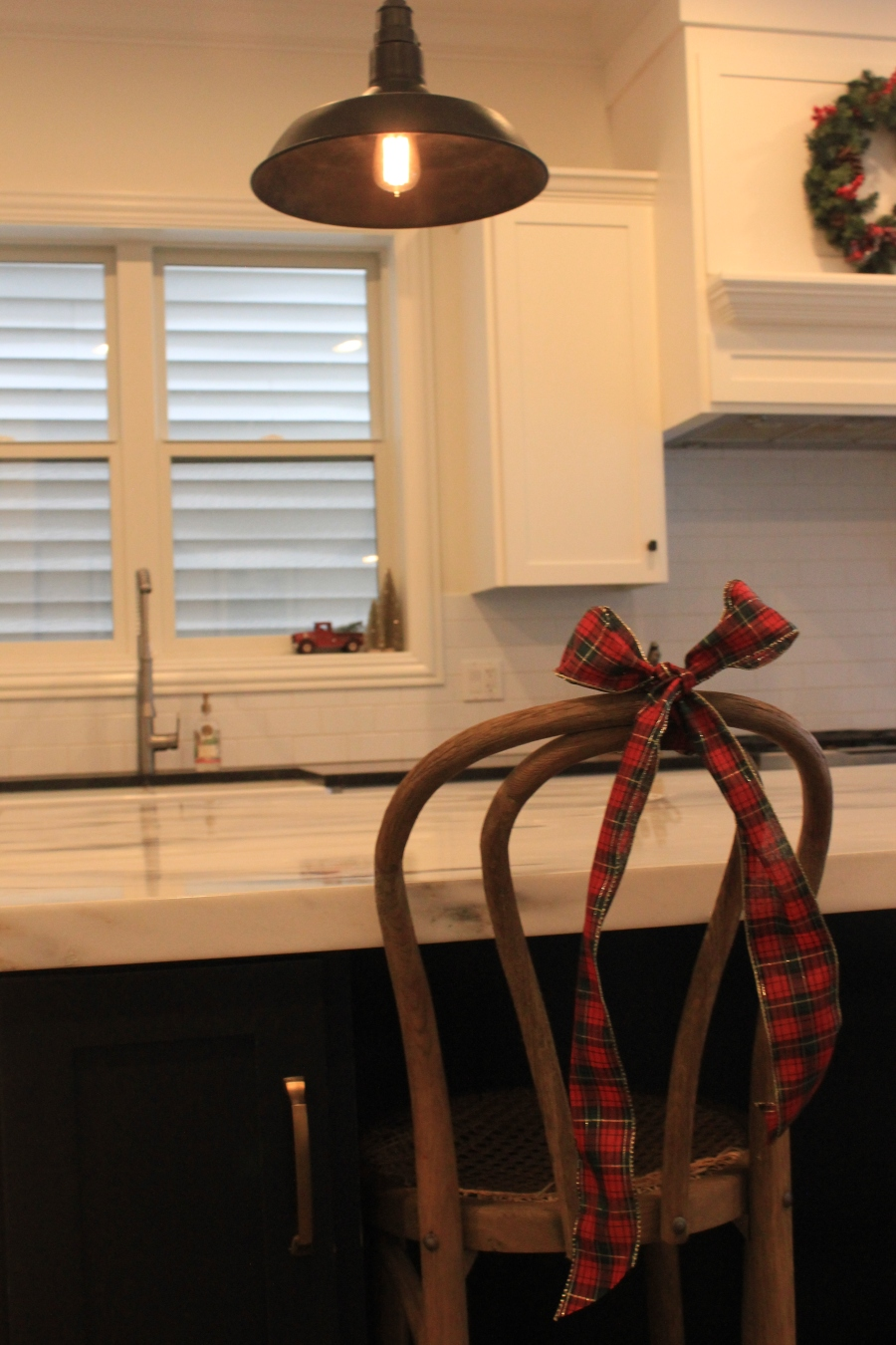 Artesian Designs | Holiday ... Easy Decor Bow on Stool